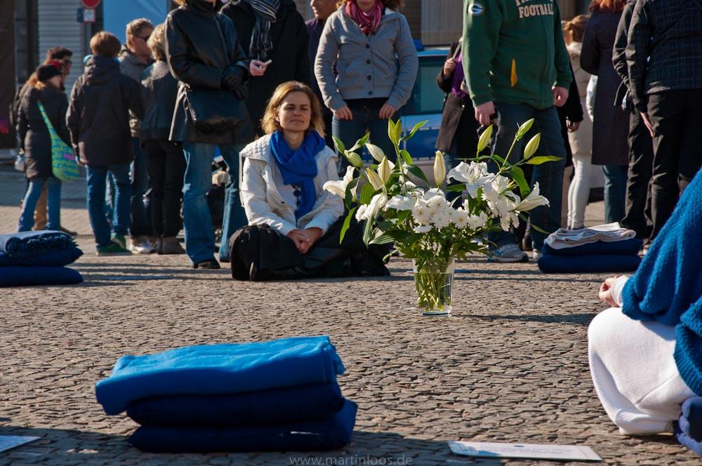 sehenswürdigkeiten-berlin-brandenburger-tor-meditation-1