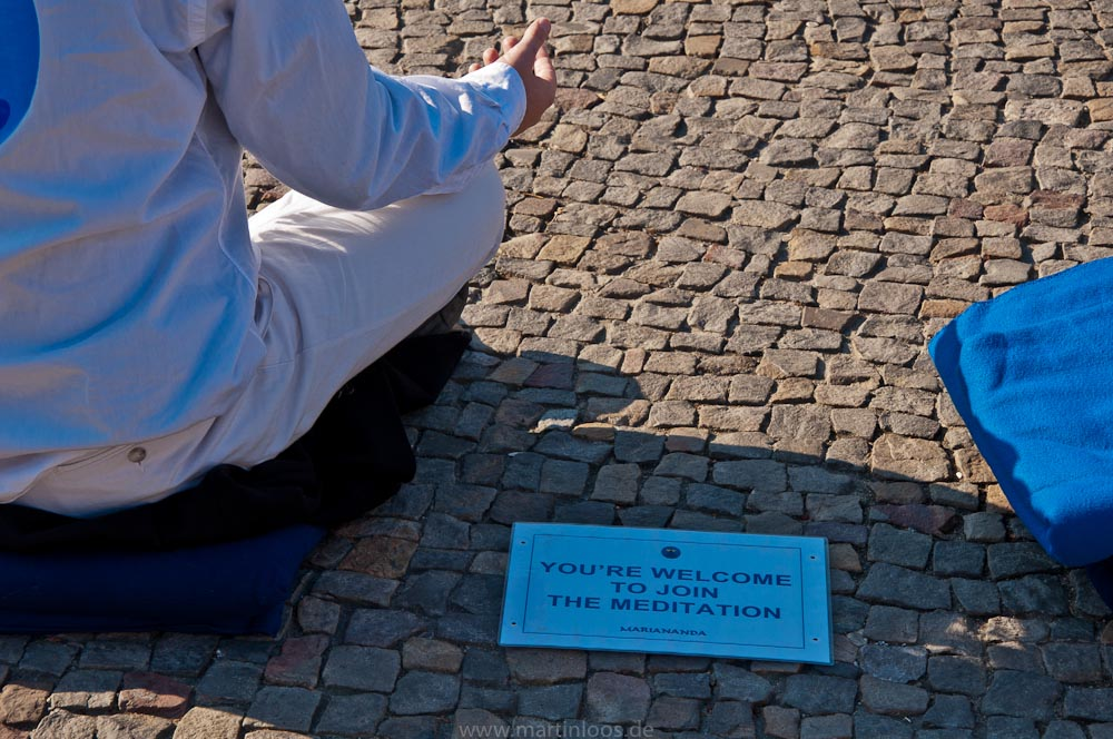 sehenswürdigkeiten-berlin-brandenburger-tor-meditation-36