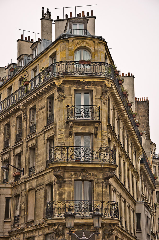 paris-architektur-haus-wand