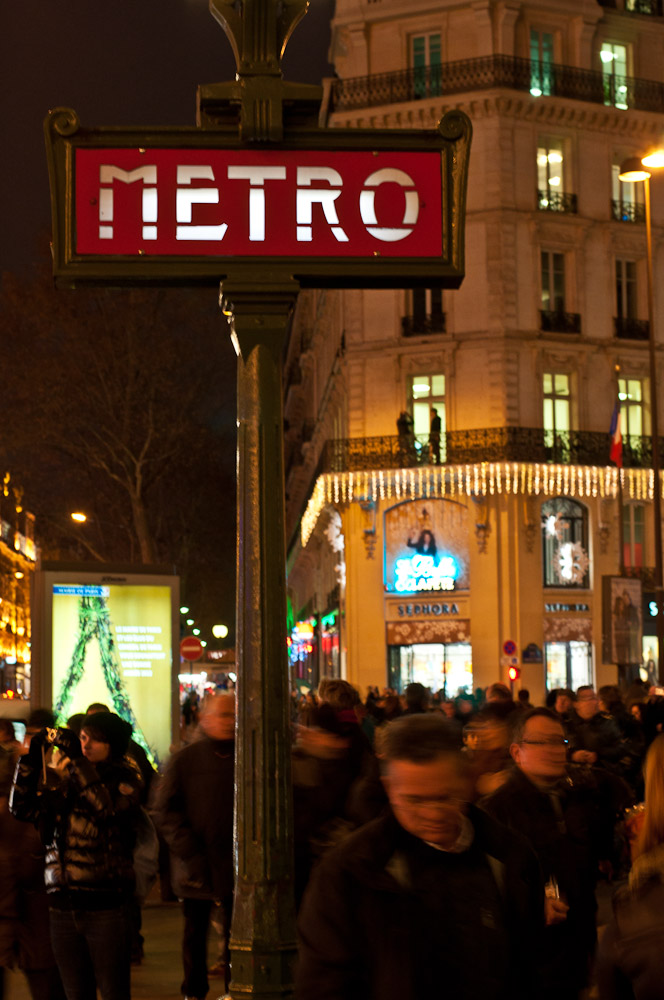 paris-architektur-metro-schild