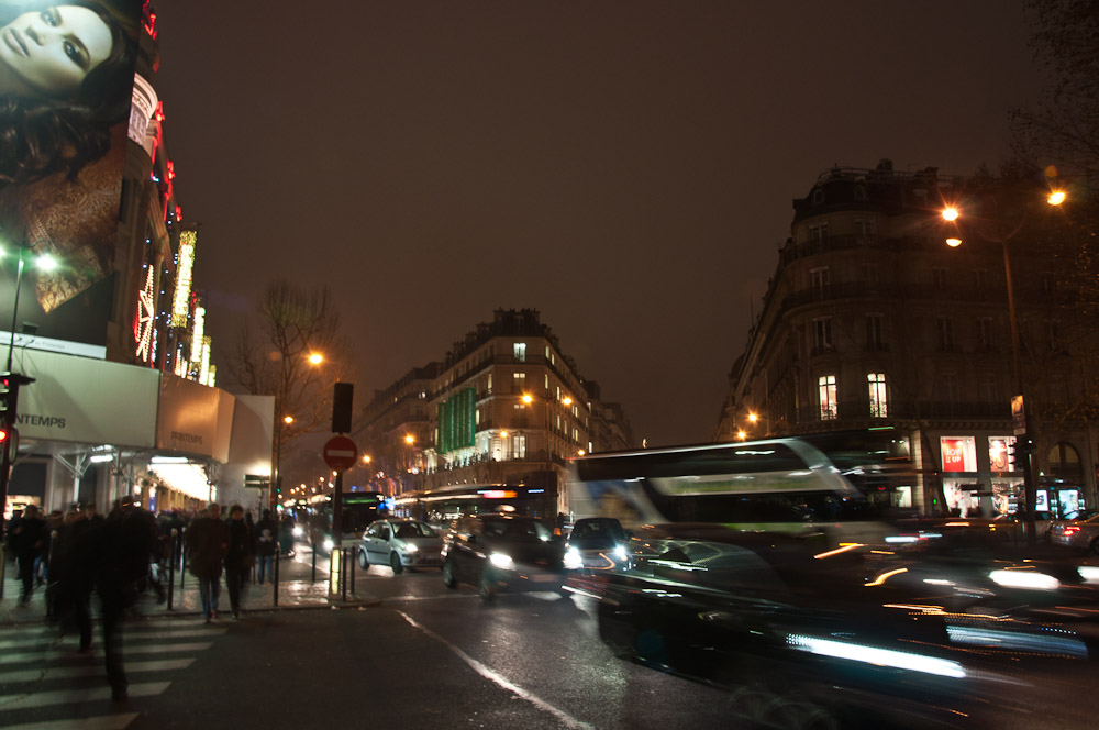 paris-architektur-nacht-strasse