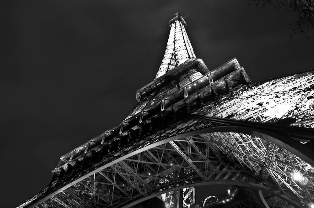 paris-bei-nacht-eiffelturm-2