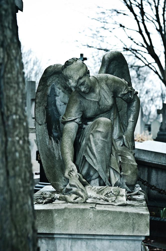 pere-lachaise-engel-statue