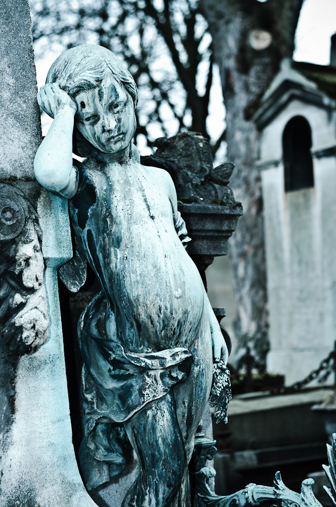 pere-lachaise-trauriger-engel