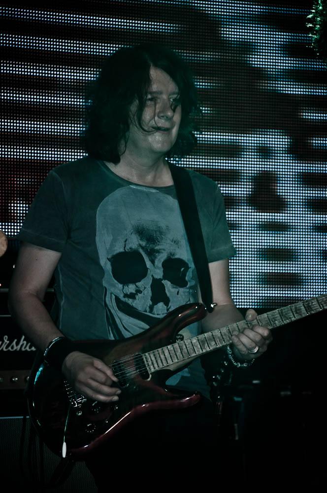 leon-taylor-gibson-club-frankfurt-gitarrist