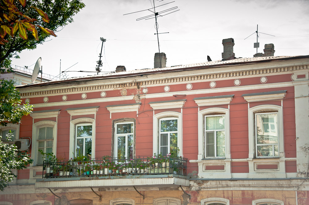 russland-nowotscherkassk-blumen-balkon1