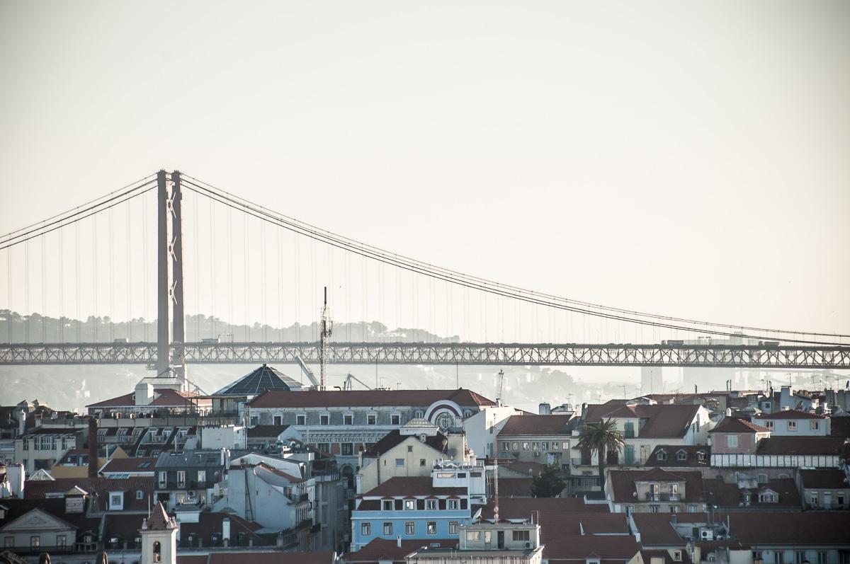 lissabon-portugal-bruecke
