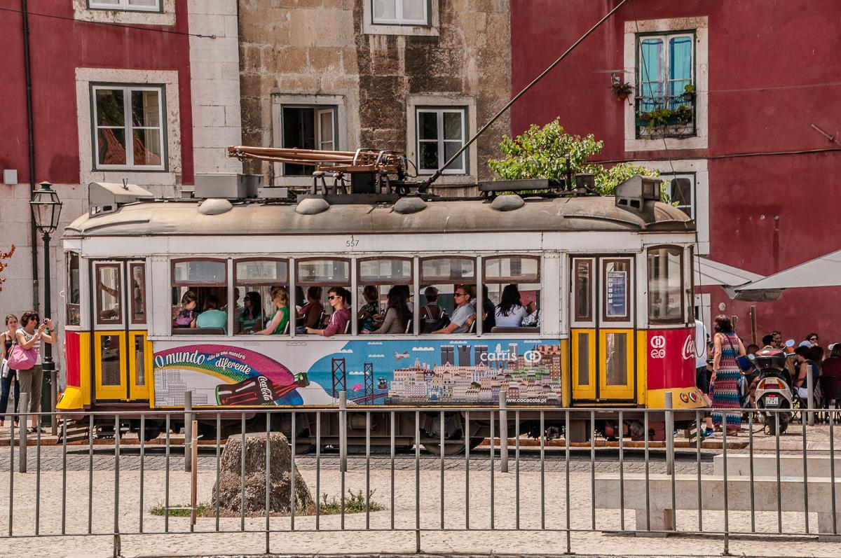 lissabon-portugal-kleine-bahn
