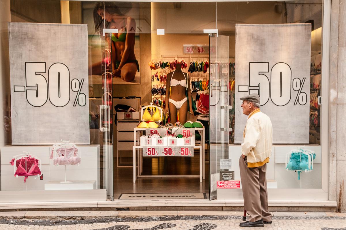lissabon-portugal-schaufenster-50-prozent-rabatt